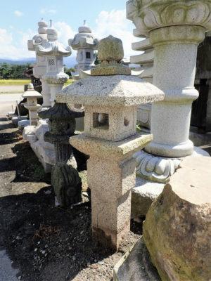 織部灯籠 (中津川錆石)