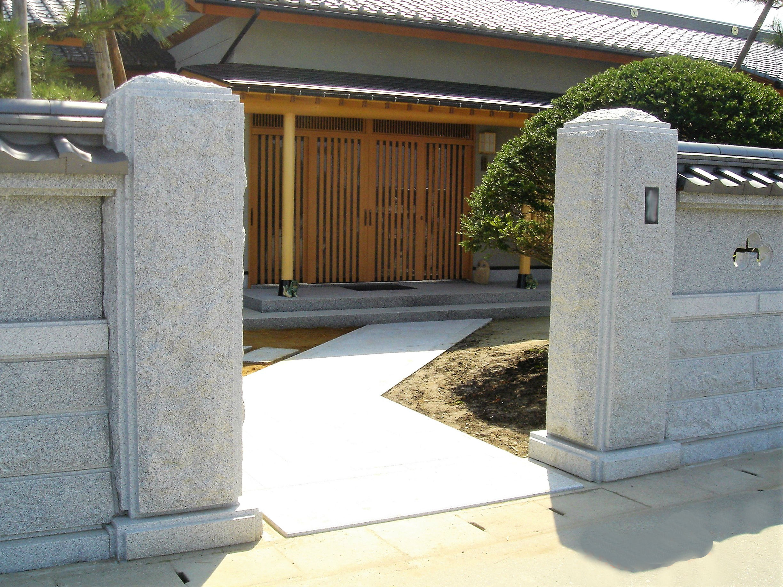 門柱・石畳、玄関アプローチ 写真