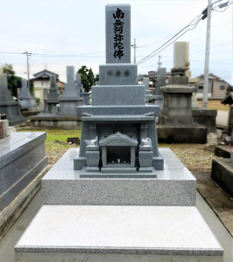 和型墓石 呉西型 一枚石舞台 写真